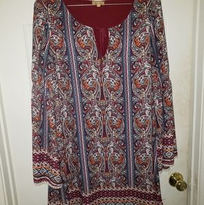 Short loose dress with bell sleeves